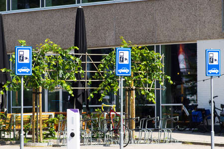 Blue parking sign boards in a row for electric car charging in Arnhem, Netherlands Stockfoto