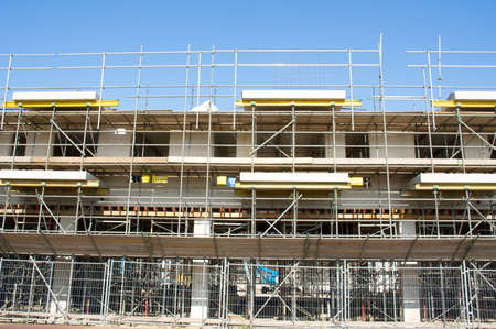Closeup of scaffolding of a building under construction in the Netherlands Stockfoto