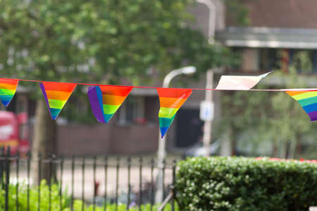 Many small rainbow flags in line. Rainbow flags are a symbol for the LGBT community Stockfoto