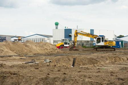 Elst, Netherlands - August 2, 2021: Yellow caterpillar excavator at construction site Redactioneel