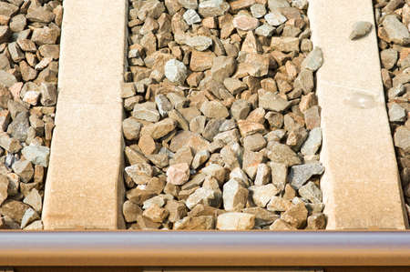 Closeup of a modern railway with steel and concrete beams and pebbles Stockfoto