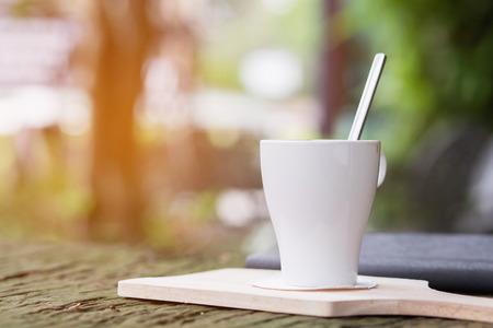 Détendez-vous dans le café Pendant les vacances et les heures de travail Avec une lumière douce