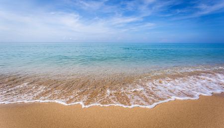 Hermoso paisaje oceánico al atardecer.