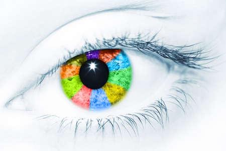 Preciosa hembra de ojos color de arco iris de colores diferentes. Creative imagen conceptual  Foto de archivo - 2948238