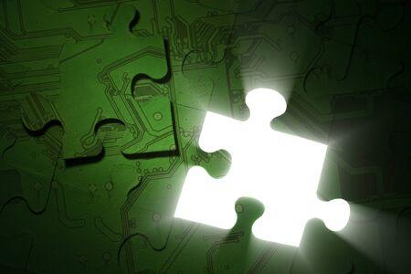 Image conceptuelle. Technologies de solutions, green Electronics, pouvoir sauver, des concepts de protection des données. Puzzle lumineux vert avec une seule pièce se trouve au dessus.