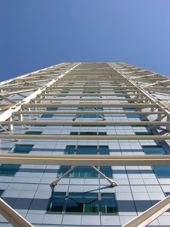 metalic: Skyscraper mit metallischen Strcuture - Barceloneta Beach