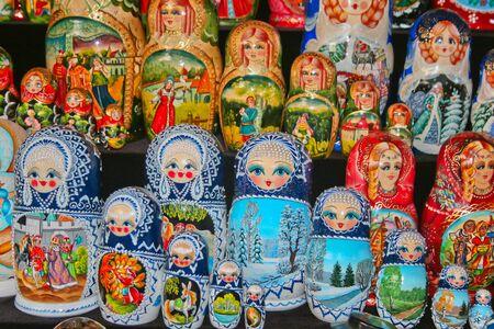 mu�ecas rusas: Coloridas mu�ecas rusas de Rusia