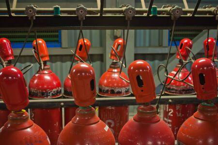 hidrogeno: Botellas de hidr�geno son de color rojo Foto de archivo