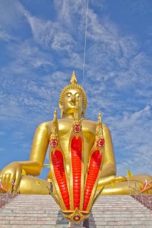 angthong: Buddha ststue at Wat muang