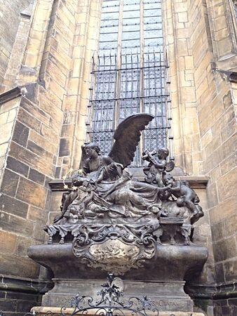 praha: Praha Castle and beautiful statue