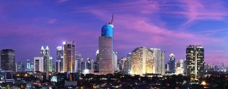 일몰 인도네시아의 수도 인 자카르타의 파노라마 풍경