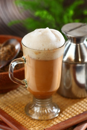 Malaysian famous teh tarik, pulled tea, flavored hot tea beverage. Its name is derived from the pouring process of pulling the drink during preparation Imagens