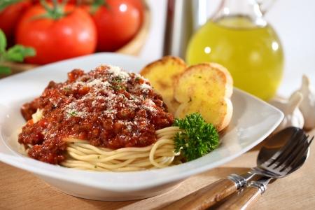 Vers geserveerd bord spaghetti Stockfoto