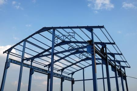 새로운 산업용 건물의 철강 구조 스톡 콘텐츠