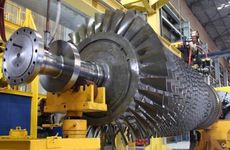 steam turbine: Turbine rotor at workshop