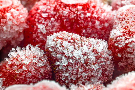 Frozen strawberry closeup. The concept of healthy eating. Banque d'images - 120848162