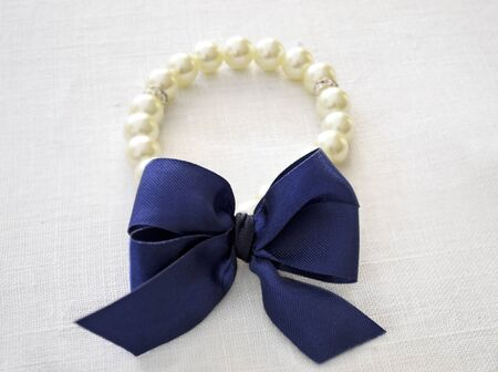 bijoux: brecelet with bow