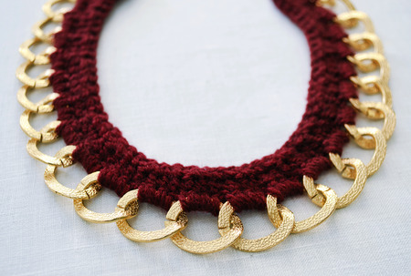 bijoux: bordeaux necklace with gold chain Stock Photo