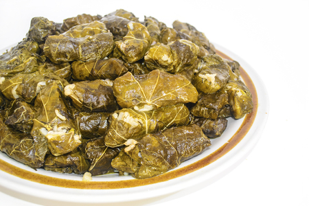hojas parra: rice wrapped in grape leaves - green vine leaves with rice - greek food Foto de archivo