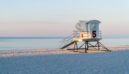 Empty Lifeguard Station on a beautiful tranquil white sand beach in Florida. Banco de Imagens