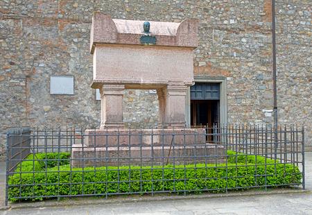Arqu? Petrarca tomb of Francesco Petrarca Editorial