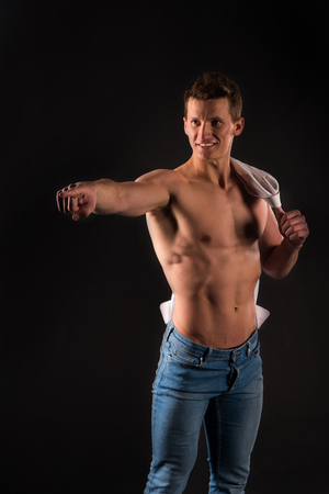 nackte brust: Athletic bodybuilder pose. Sport and workout. Gladiator or atlant. Man with muscular body. Guy with bare chest in jeans and shirt.