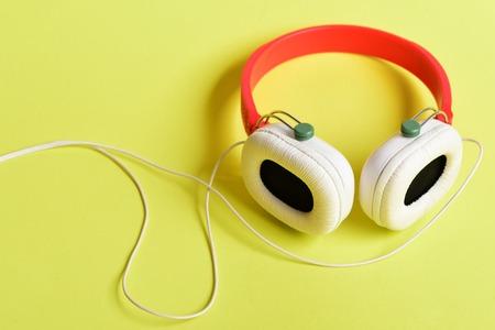 Hobby-, Freizeit- Und Musikkonzept. Kopfhörer In Weißer Und Roter ...