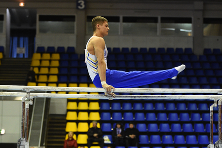 Kyiv. Ukraine-April 1, 2017 : Male gymnast performing during Stella Zakharova Artistic Gymnastics Cup 新聞圖片