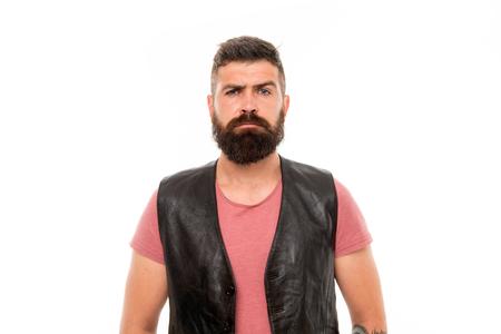 Hipster con barba ragazzo brutale. Concetto di mascolinità. Negozio di barbiere e cura della barba. Acconciatura barba e baffi. Cura della barba di tendenza alla moda. Trattamento per i peli del viso. Mascolinità brutalità e bellezza.