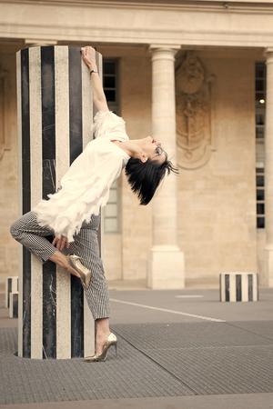 Fashion model pose in paris, france. Fashion woman in sunglasses on square. 版權商用圖片