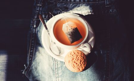 Cup mug hot tea and oat cookie Zdjęcie Seryjne