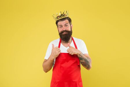 Cook with beard and mustache yellow Banque d'images - 129261002