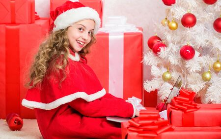 Kid cute girl writing email letter on laptop. Modern letter for santa claus. Online santa. Send message to santa claus. Christmas and new year holiday. Writing letter to santa claus. Winter tradition 스톡 콘텐츠 - 129416722