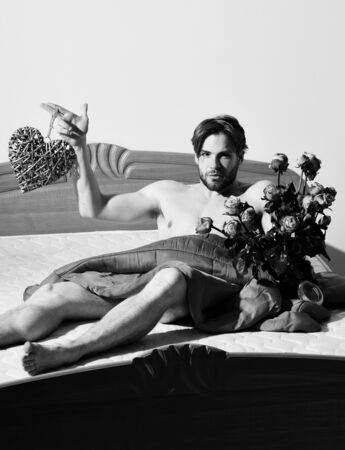 bearded macho man with roses Archivio Fotografico - 133372225