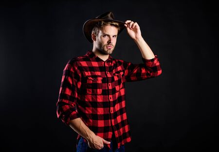 usa custom. Vintage style man. Wild West retro cowboy. cowboy in countryside. Western. western cowboy portrait. wild west rodeo. Handsome man in hat. man checkered shirt on ranch Reklamní fotografie