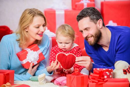 Shopping online. This heart is for you. Love and trust in family. Bearded man and woman with little girl. Happy family with present box. father, mother and doughter child. Valentines day. Red boxes Stock Photo - 137302250