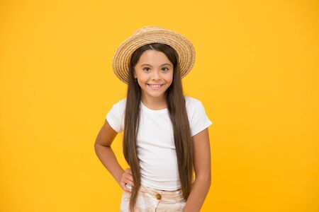Pure beauty. beach style for kids. its holiday time. happy summer vacation. ready to relax. just having fun. travel to hawaii. aloha. retro child. teen girl summer fashion. little beauty in straw hat 스톡 콘텐츠