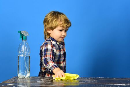 Child with concentrated face, looking at table.