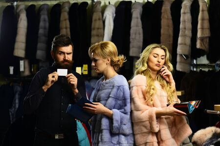 Guy with beard and women in furry coats Archivio Fotografico