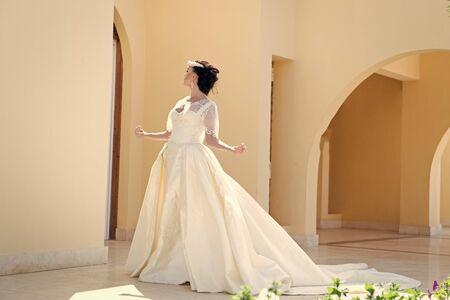 Bride in wedding dress. Bride woman in beautiful dress. bride at wedding day. elegant bride pose outdoor. It is perfect 版權商用圖片