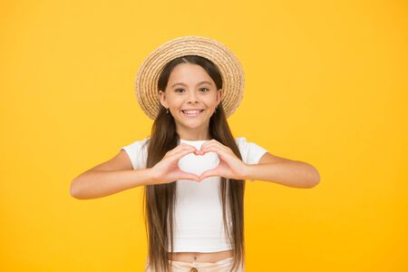 Summer care. Apply right sunscreen. Teen girl summer fashion. Little beauty in straw hat. Beach style for kids. Travel wardrobe. Panama hat will be useful this summer. Summer vacation outfit 写真素材 - 143205394