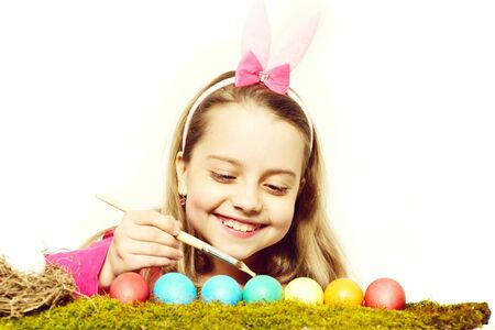 small happy baby girl with easter eggs isolated on white Standard-Bild