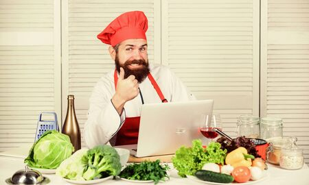 Healthy food cooking. Mature hipster with beard. Happy bearded man. chef recipe. Cuisine culinary. Vitamin. Vegetarian salad with fresh vegetables. Dieting organic food. Hip and stylish 版權商用圖片