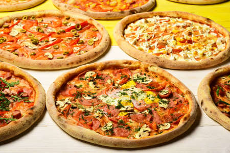 Pizza circles with meat, eggs, tomatoes and cheese Banque d'images