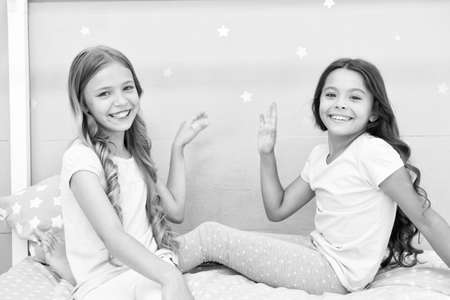 Sisters older or younger major factor in siblings having more positive emotions. Girls sisters spend pleasant time communicate in bedroom. Benefits having sister. Awesome perks of having sister