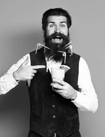 smiling handsome bearded man on blue studio background 版權商用圖片 - 154695671