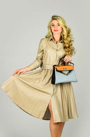 Feeling flirty. beauty with bag. blonde woman with stylish make up. girl after hairdresser salon. follow personal trend. beautiful and healthy hair. sexy and confident. fashion model has curly hair 免版税图像