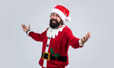 santa claus bearded man wish happy new year and merry christmas holiday ready to celebrate winter party with fun and joy full of xmas presents and gifts, shopping Standard-Bild