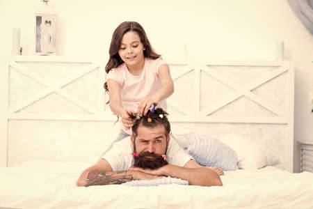 Handsome father with little girl. Happy father and daughter. little girl love her daddy. happy fathers day. family. Fathers day with daughter at home. Daughter creating fathers hair 免版税图像