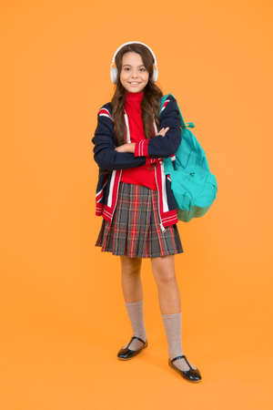 English audio course. study english language online. british school in england. vacation in great britain. ebook and private lesson. small girl headset with backpack. kid with english flag on jacket 版權商用圖片